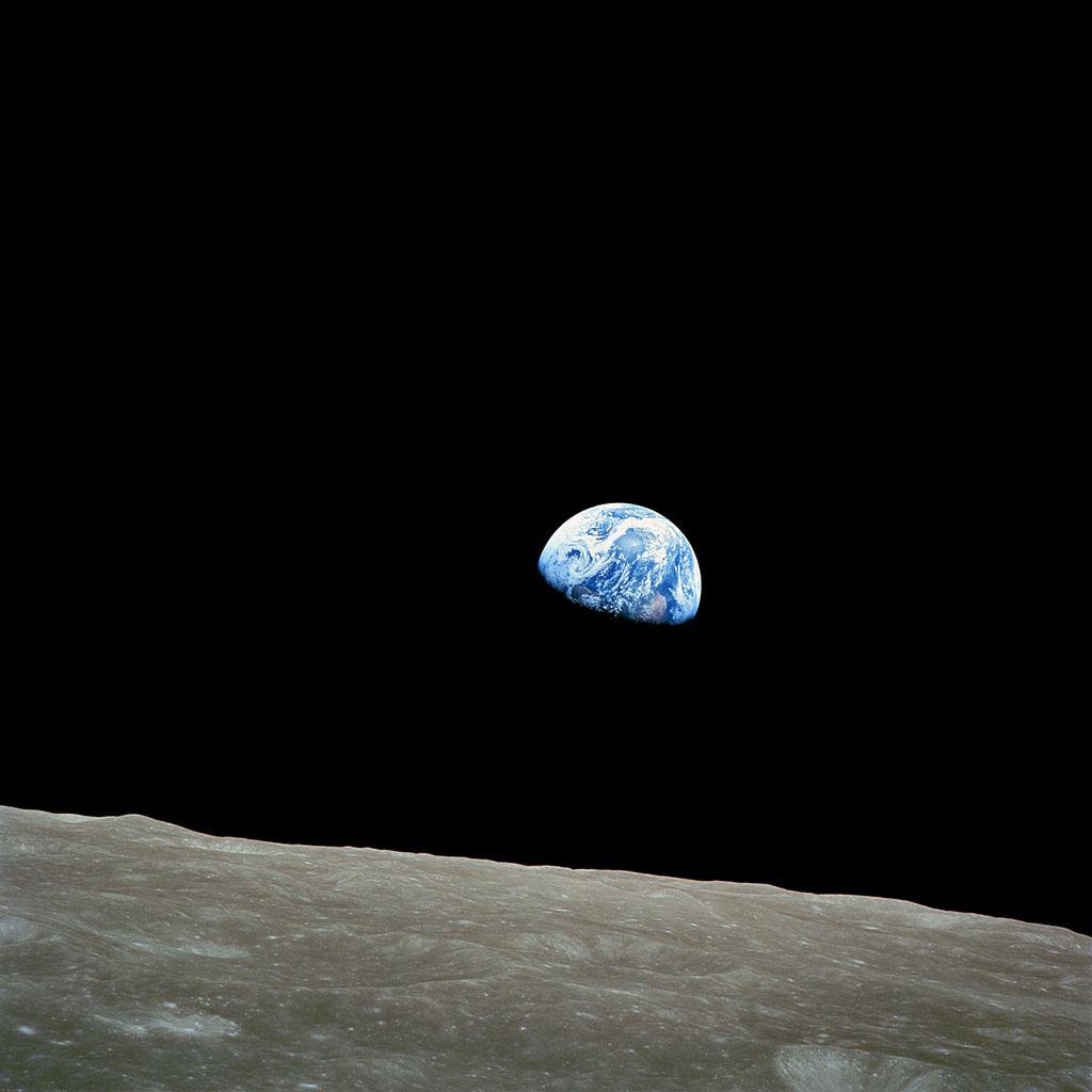 """La prima foto della Terra che """"sorge"""" dalla Luna"""